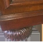Příborník Gerstl_detail_vyrezavana noha